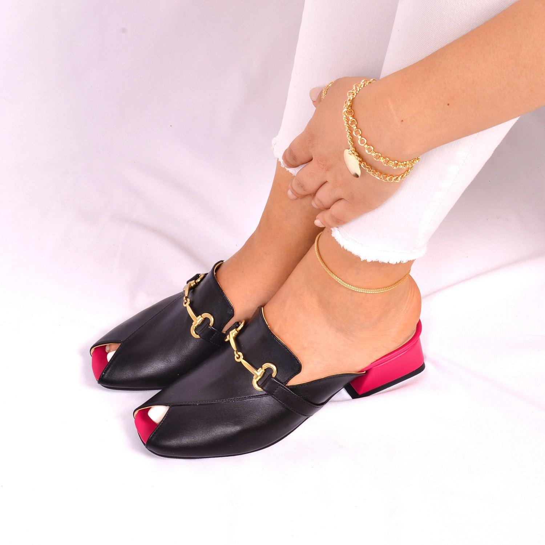 Siyah Tokalı Alçak Topuk Kadın Terlik