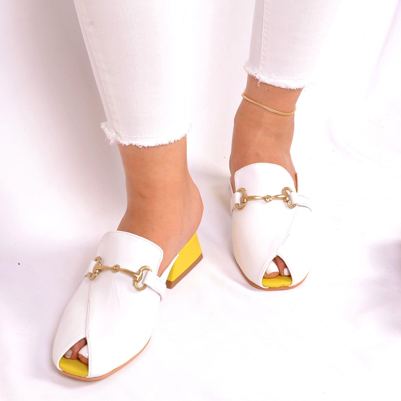 Beyaz Tokalı Alçak Topuk Kadın Terlik