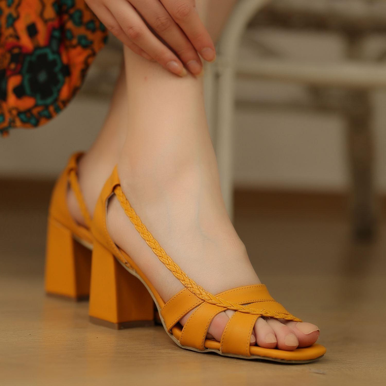Hardal Orta Topuklu Örgülü Sandalet