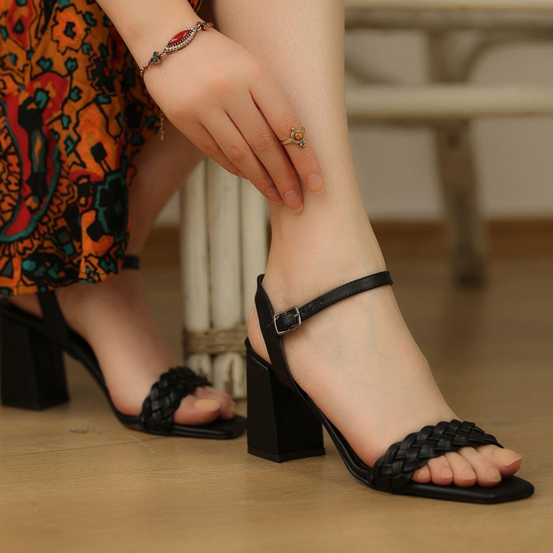 Siyah Tek Bant Örgü Kadın Sandalet